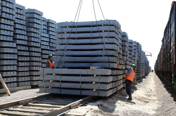 Тавантолгой-Зүүнбаянгийн төмөр замын суурь бүтэц, хиймэл байгууламжийн ажил 80 гаруй хувьтай байна