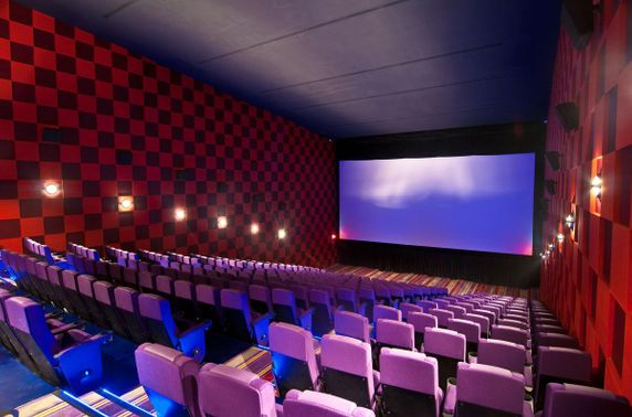 Хятадын кино театруудад үйл ажиллагаа явуулах зөвшөөрөл олгож эхэлжээ