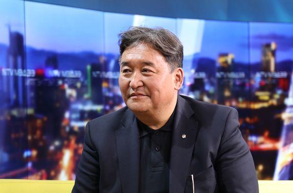 Д.Очирхуяг: Монголд баялгийн хараал биш баялгийн хулгай нүүрлэсэн