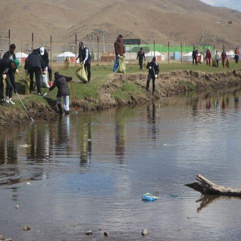 """Туул голын эрэг дагуух газрыг """"Алдар"""" спорт хорооныхон цэвэрлэжээ"""