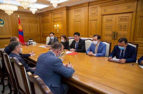 Монголын ард түмнээс ОХУ-ын ард түмэнд үзүүлж буй хүмүүнлэгийн тусламжийн гэрчилгээг гардуулав