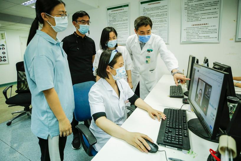 Хятадын эмнэлгүүд онлайн үзлэгт шилжиж байна