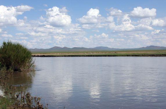 Аялж явсан 12 хүний гурав нь Хэрлэн голын усанд осолдож, нэг нь нас баржээ