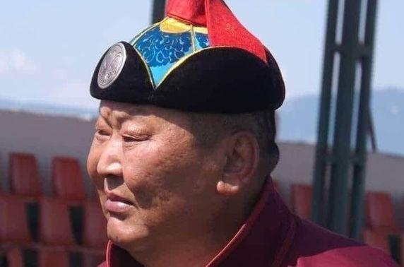 Монгол Улсын начин Б.Бадрал гэр бүлийн хамт Бэлтэсийн голд автомашинтайгаа живж, таалал төгсжээ