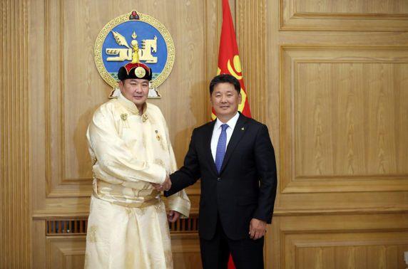 Монгол Улсын Ерөнхий сайд У.Хүрэлсүх аварга П.Бүрэнтөгсөд баяр хүргэжээ