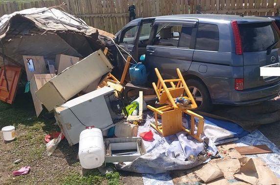 Согтуу жолооч эмэгтэй айлын гэр мөргөж, гэрт байсан хоёр хүүхдийг ээжтэй нь гэмтээжээ