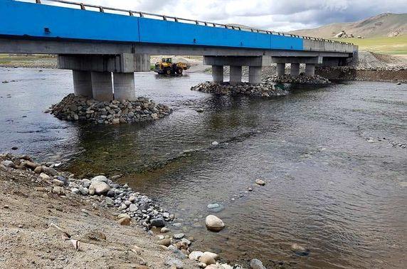 """""""Цагаан туруут""""-ын гол дээр төмөр бетон гүүр баригдлаа"""