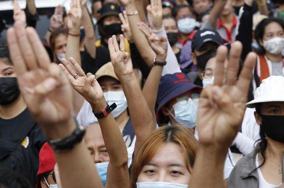 Тайландад Ерөнхий сайдаа огцрохыг шаардсан эсэргүүцлийн жагсаал өрнөж байна