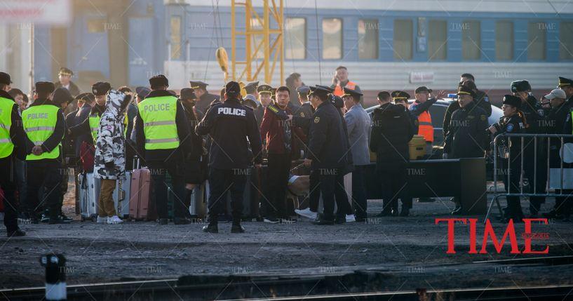 Монголд 800 хятад авчирч гэмт бүлэг байгуулсан гэх хэргийг прокурорт буцаалаа
