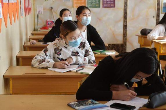 Дархан-Уул аймгийн төгсөх ангийн сурагчид танхимаар давтлагад хамрагдаж эхэллээ
