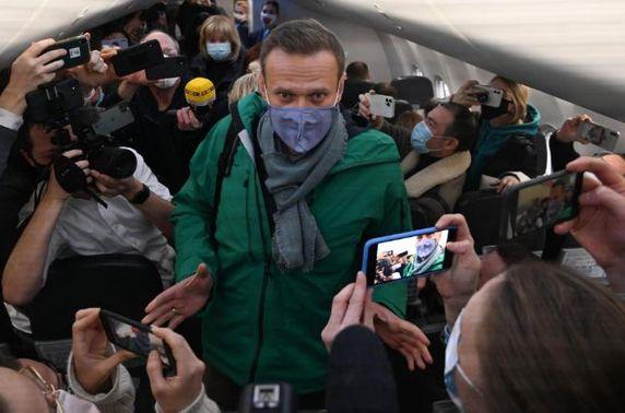 ОХУ-ын сөрөг хүчний удирдагч А.Навальныйг эх орондоо очмогц баривчиллаа