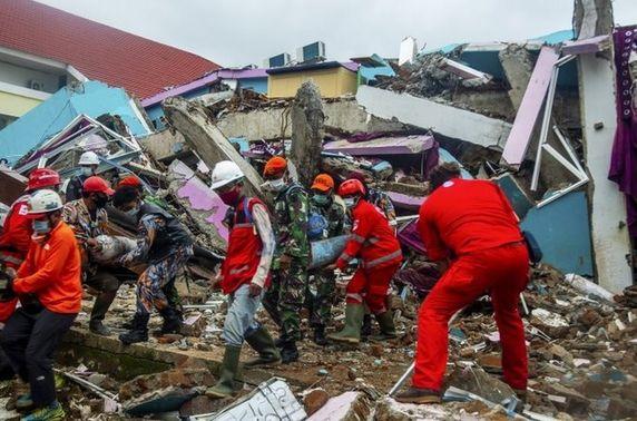 Индонез Улсад болсон газар хөдлөлтийн улмаас амиа алдагсдын тоо 96-д хүрлээ