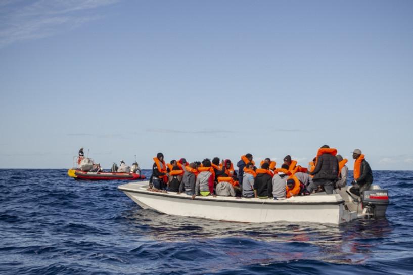 Баруун Африкийн цагаачдыг тээвэрлэж байсан завь хөмөрч, 43 хүн амиа алдлаа