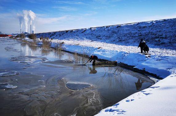 """""""ДЦС-3"""" ТӨХК үнсэн сангийн тунгаагуурын усыг Туул гол руу асгасан зөрчилд Зөрчлийн хэрэг нээжээ"""