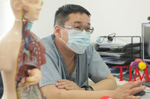 Б.Ганзориг: Зүрх, уушги, ходоод, элэг гэх эрхтнүүд буруу байрлалтай хүнд хавдрын хагалгаа хийсэн