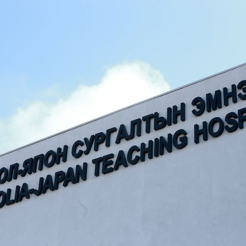 Зарим эмнэлгүүдийг чөлөөлж халдвар авсан хүмүүсийг эмчилнэ