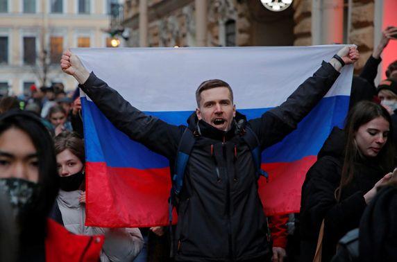 ОХУ-д Навальныйгийн дэмжигчдийн жагсаал болж, 400 гаруй хүн баривчлагдлаа
