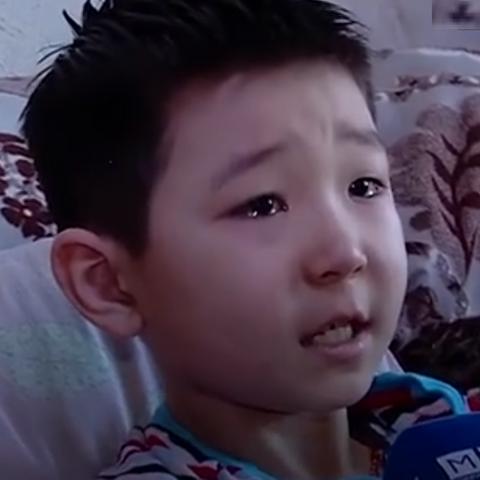 Иргэд вакцины 50,000 төгрөгөө Ананд хүүгийн эмчилгээнд хандивлаж байна