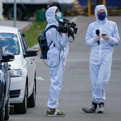 1000 гаруй сэтгүүлч мэдээлэл бэлтгэх явцдаа халдвар авч, нас баржээ