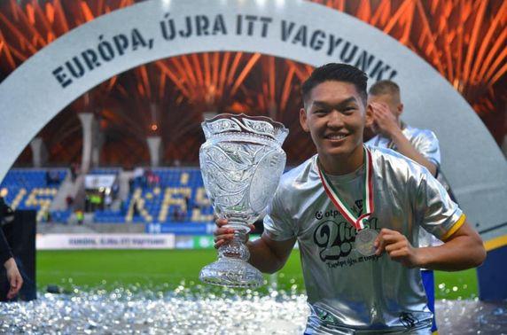 Хөлбөмбөгчин Г.Ганбаяр Унгарын дээд лигийн мөнгөн медаль хүртжээ