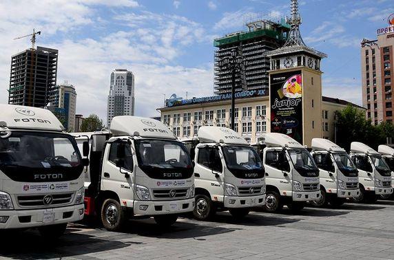 Хог тээврийн 25 автомашиныг дүүргүүдийн удирдлагуудад хүлээлгэн өглөө