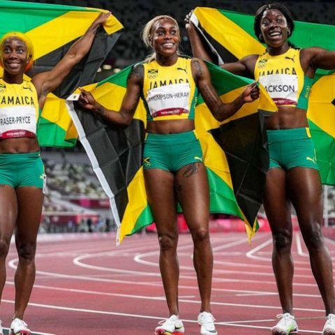 Эмэгтэйчүүдийн 100 метрийн гүйлтийн гурван медалийг Ямайкчууд хүртлээ
