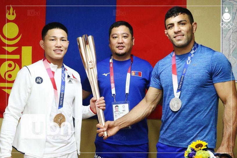 Олимпоос медаль хүртсэн манай тамирчид эх орондоо ирлээ