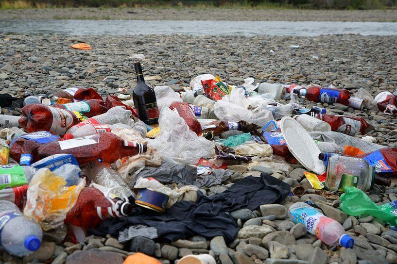 Налайх дүүрэг дэх их хэмжээний хогийг залуус цэвэрлэжээ