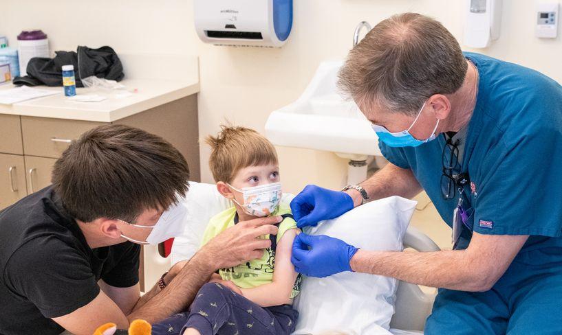 Файзер: 5-11 насныханд вакцин хийхэд аюулгүй, эсрэг бие маш сайн тогтож байна