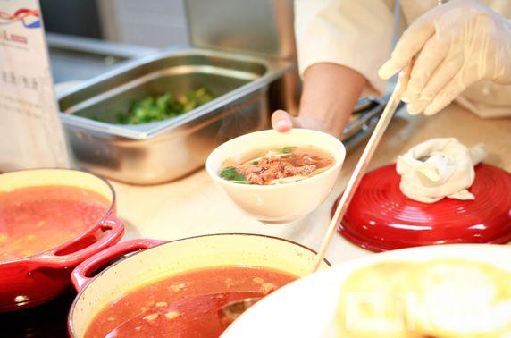 Хоол үйлчилгээний салбарын дундаж цалин хамгийн бага буюу 795.6 мянган төгрөг