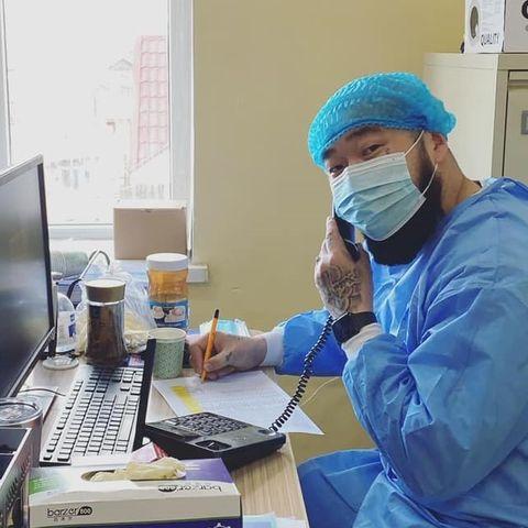 Реппер Gee өрхийн эмнэлэгт сайн дурын ажил хийж байна