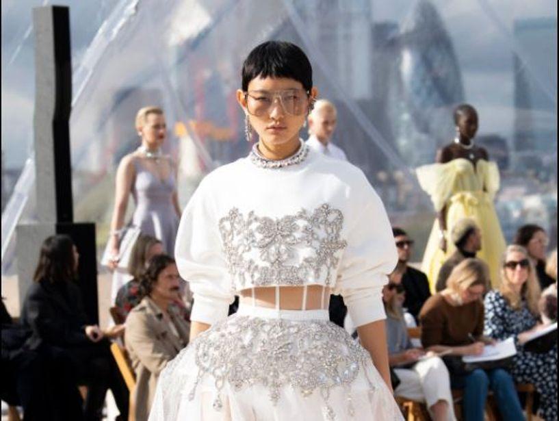 """""""Александр MCQueen""""-ний загварын шоунд Ж.Энэрэл оролцжээ"""