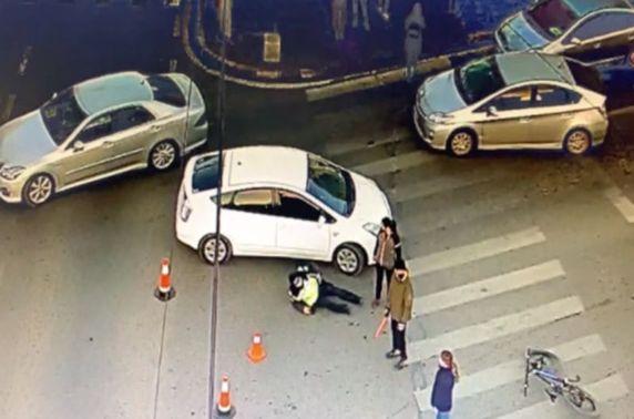 Согтуу жолооч замын цагдааг мөргөж хүнд гэмтээжээ